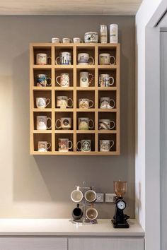 Diy coffee mug holder coffee mug storage ideas coffee mug wall rack diy Coffee Mug Storage, Coffee Mug Holder, Wooden Shelving Units, Modern Shelving, Deco Cafe, Mug Display, Shelving Display, Diy Casa, Kitchen Organization