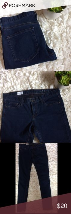 "Gap 1969 Legging Jean 28/6 Dark wash skinny legging jeans. Super comfy and flattering fit. Vguc some minor ww/fade but nothing excessive. 70% cotton 27% polyester 3% spandex----rise 8""  waist lying flat 16"" inseam 31"" length 38.5"" GAP Jeans Skinny"