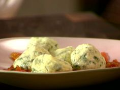 Spinach and Ricotta Gnocchi With Quick Tomato Sauce from FoodNetwork.com Anne Burrell recipe . 5 star rating.