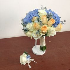 Bridal bouquet idea with blue hydrangea and roses, check the IG @maghavanto for more..