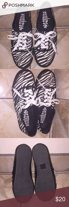 c7e686ecc2fc Zebra Shoes Punkrose Zebra Shoes (Size 6) purchased at Hot Topic. In great