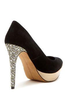 Love these! The heel is super fancy