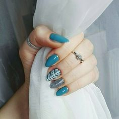 January 2018. #nails #longnails #bluenails #nailinspo #naturalnails #nailart #glitternails #geometricnails