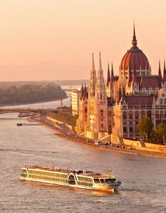 Luftner Cruises passing by the Parliament in Budapest, Hungary