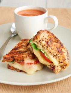 Grilled Creamy Havarti & Tomato Sandwiches on Cranberry Bread | Dofino USA