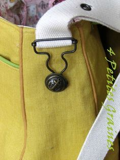 great way to attach a purse strap