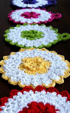 More of those cute kitchen flowers.More of those cute kitchen flowers. Crochet Potholders, Crochet Motif, Crochet Designs, Crochet Doilies, Crochet Flowers, Knit Crochet, Crochet Kitchen, Crochet Home, Crochet Gifts