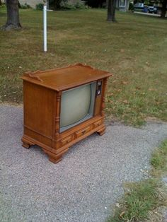 vintage television turned console table - old tv sitting in basement may have just found its new found use!
