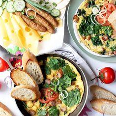 Za oknem coraz zimniej?! Niestety! Mam jednak na to sposób! Zaczynam dziś od pysznego, rozgrzewającego śniadania! Razem z KONSPOL  przygotowałam dla Was przepis na mój ulubiony omlet - mega sycący i pyszny! Koniecznie zobaczcie na blogu! 🍳 OSTRA NA SŁODKO 🍳 . #sniadanie #śniadanie #breakfastidea #breakfastideas #breakfasts #pomidory🍅 #pomidoryzogrodu #scrambledeggs #omlety #omlet #omlette #omlettetime #omletterice Coleslaw, Tacos, Ethnic Recipes, Blouse, Long Sleeve, Food, Casual, Diet, Cabbage Salad