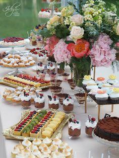 candy bar nunta   aranjamente florale   organizare si decor by Idyllic Events   Palatul Mogosoaia #wedding #candybar #romania #florist #eventplanning #eventdesign