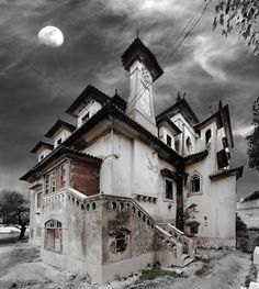 Abandoned mansion in Parede, Portugal.