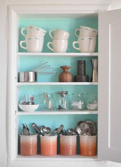 Love the colors, and the cute vintage feel (where can I get yogurt pots? Check greenmarkets?)