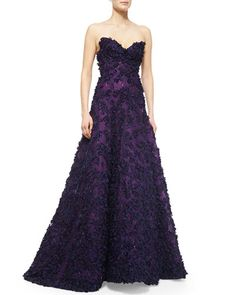 ONLY $16,990 pre-ordered. W06CQ Oscar de la Renta Strapless Sweetheart Floral Applique Gown
