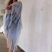 Купить или заказать Пончо цвета полыни ручной работы на спицах в интернет-магазине на Ярмарке Мастеров. Пончо, связанное на спицах из итальянской пряжи (хлопок 70%, акрил 30%) цвета полыни. Изделие создает удлиненную вертикаль, что подходит для женщины, желающей выглядеть чуть-чуть худее. В общем, 'палочка-выручалочка'для вечнохудеющей :)))девушки в летнюю жару. Длинная бахрома красиво смотрится в движении, делая фигуру грациознее... Вырез, оголяющий плечо - это ярко-выраженная женств...