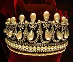 Copy of the Cambridge Lover's Knot tiara by Count Alexander