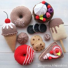 Crochet Fruit And Vegetable Patterns All The Best Ideas Crochet Cake, Crochet Fruit, Crochet Baby Toys, Crochet Food, Crochet Gifts, Cute Crochet, Knit Crochet, Easy Crochet Patterns, Crochet Patterns Amigurumi