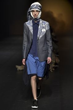 See the complete Yoshio Kubo Tokyo Spring 2016 collection.