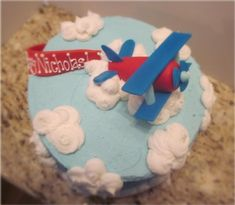 simple, and whimsical. It looks very cute on their dessert table : ) in Children's Birthday Cakes by Whimsy Airplane theme Cake Pops, Cake Smash, Fondant, Airplane Cupcakes, Vintage Airplane Party, Planes Cake, Amazing Wedding Cakes, Cakes For Boys, Boy Cakes