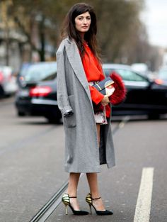 Lange grijze jas @ Milaan Fashion Week - Échte mode begint op straat