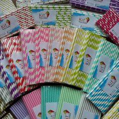 Pitillos de papel de muchos colores para tus fiestas #kitepartyevents Hand Fan, Home Appliances, Kit, Fiestas, Paper Envelopes, Colors, House Appliances, Appliances