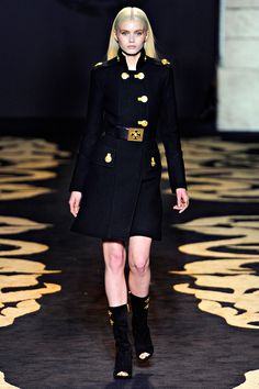 Versace Fall 2011 RTW - Review - Fashion Week - Runway, Fashion Shows and Collections - Vogue