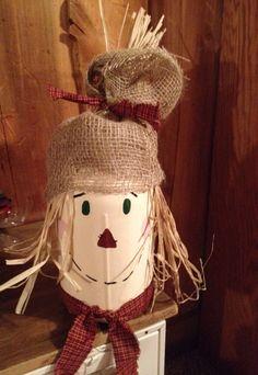 My first scarecrow ever made using a mason jar Crafts With Glass Jars, Jar Crafts, Decor Crafts, Mason Jar Art, Mason Jar Gifts, Diy Bottle, Wine Bottle Crafts, Christmas Craft Fair, Mason Jar Projects