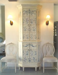 A made to look like tile stove cabinet. Gustavian style Henhurst Interiors: A Few of My Favorite Things - Gustavian Furniture