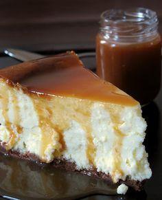 Cheesecake travesseiro com molho de manteiga salgada Caramelo: