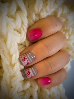 ~Feeling Festive & Kiss Me Ombre What a great combination for those are don't LOVE red during the holidays. http://getjamminnails.jamberrynails.net