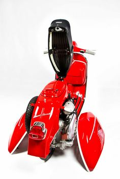 Best Vespa i& ever seen. I love RED. See more perfect scooter from Green Tree Scooters Vespa Ape, Piaggio Vespa, Lambretta Scooter, Scooter Motorcycle, Vespa Scooters, Vespa Images, Motos Vespa, Best Scooter, Scooter Shop