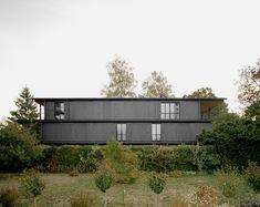 felippi wyssen stacks blackened timber volumes to build the gatternweg apartment in basel Black Architecture, Temporary Architecture, Minimalist Architecture, Architecture Office, Architecture Design, Basel, Steel Columns, Best Architects, Exposed Concrete