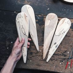 Fun and simple salad servers that show off this spalted maple grain Woodworking Jigs, Woodworking Projects, Grandeur Nature, Bowls, Carved Spoons, Spalted Maple, Diy Cutting Board, Small Wood Projects, Wood Spoon