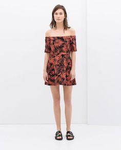 Pin for Later: Der heißeste Ausschnitt, den ihr bis jetzt vielleicht noch nicht getragen habt Zara Off-the-Shoulder Kleid Zara Printed Off-Shoulder Dress ($80)