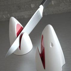 JAW Shark Knife Sharpener: Sharpen your knives in the jaw of this harmless yet useful shark. | https://lomejordelaweb.es/