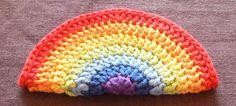 Rainbow crochet zip purse  http://sparklepetal.wordpress.com/2010/05/16/rainbow-crochet-zipped-coin-purse-tutorial/