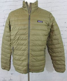 b1433dc0 Men Patagonia Lightweight Goose Down Filled Puffy Puffer Jacket Gold Size  Medium #Patagonia #Puffer