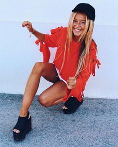"15.4 mil Me gusta, 75 comentarios - ANDREA BELVER (@andreabelverf) en Instagram: ""Swish swish #orangejuice @ backintown"" Ideas Para, Rain Jacket, Windbreaker, Barcelona, Faces, Women's Fashion, Raincoat"