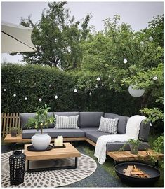 Backyard Seating, Backyard Patio Designs, Backyard Ideas, Patio Ideas, Small Backyard Patio, Backyard Pools, Corner Garden Seating, Corner Sofa Garden, Diy Garden Seating