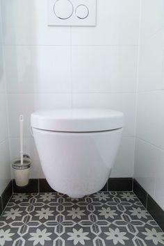 Portugese tegels hal,keuken, badkamer,wand of toilet | FLOORZ Bad Inspiration, Bathroom Inspiration, Downstairs Toilet, Toilet Design, Bathroom Toilets, My New Room, Home Improvement Projects, Home Living Room, Bathroom Interior