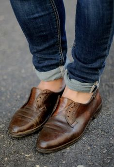 leather mens shoes without laces. would be super cute with a tailored blazer and a structured, bold-colored handbag.
