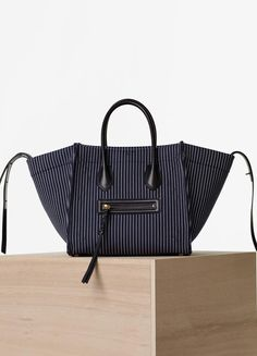 Medium Luggage Phantom Handbag in Textile - セリーヌについて