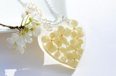 Bridal flower pendant Spring necklace cream flower lace jewelry real pressed hydrangea flowers resin natural heart jewelry wedding OAAK