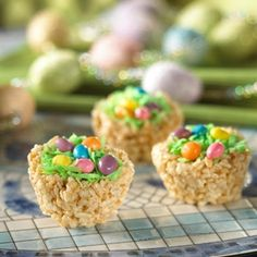 Easter nests are simply Rice Krispies treats molded into the shape of birds' nests using a muffin tin. The treats are then topped with coconut, jelly beans and/or chocolate Easter eggs. Make these treats with the kids, and serve at your Easter egg hunt. Rice Krispy Treats Recipe, Rice Krispie Treats, Rice Krispy Nests, Cereal Treats, Easter Recipes, Dessert Recipes, Easter Desserts, Easter Food, Easter Snacks