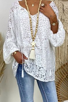 Floral Lace Hollow Out V-neck Elegant Blouse Look Fashion, Fashion Outfits, Womens Fashion, Mode Boho, White V Necks, V Neck Blouse, Types Of Sleeves, Floral Lace, Floral Tops