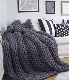 Chunky Blanket, Arm Knitting, Loft Spaces, Knitted Blankets, Bed Spreads, Home Furnishings, Bedroom Decor, Scandinavian Style, Pillows