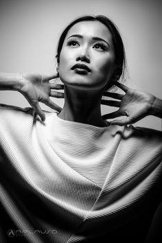 Black & white, one light portrait by Aplauso Studios