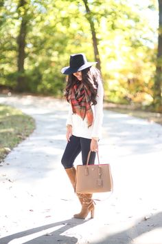 The best thing about a plaid blanket scarf is that it's cozy and keeps you warm trough fall and winter. And the second best thing is that you can literally wear it with anything. Winter Fashion Outfits, Fall Winter Outfits, Winter Wear, Autumn Winter Fashion, Winter Chic, Autumn Style, Winter Style, Preppy Look, Preppy Style