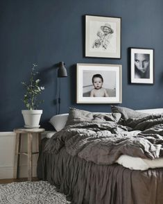 ▷ 1001 + ideas de cómo pintar un dormitorio en tu casa Marriage bedroom decoration with pastel blue walls decorated with people and plant paintings Dark Blue Bedroom Walls, Blue Walls, Home Decor Wall Art, Bedroom Decor, Bedroom Reading Nooks, Blue Bedding, Living Room Chairs, Home Goods, House Design