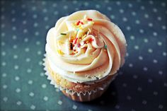"""""""Buenos días"""", vanilla cupcake from Cupcake Madrid (Madrid, Spain) Healthy Breakfast Recipes, Healthy Eating, Reap The Benefits, Make Ahead Meals, Vanilla Cupcakes, Morning Food, Breakfast Casserole, How To Make Cake, Madrid"""