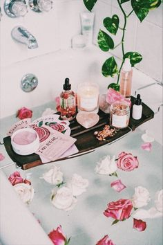 Urban Outfitters What Bath Are You? Urban Outfitters, Entspannendes Bad, Dream Bath, Table Design, Style Deco, Bath Time, Home Design, Bath And Body, Blog